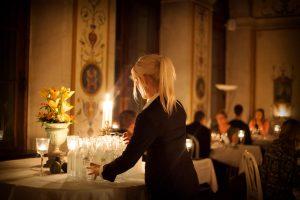 Servispersonal dukar vid middag