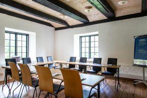 Mjölnaren - grupprum i Stenkvarn ställt med bord och stolar