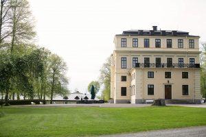 Vy på Slottet från sidan samt terrassen