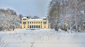 Vy mot Slottet och vinterlandskap